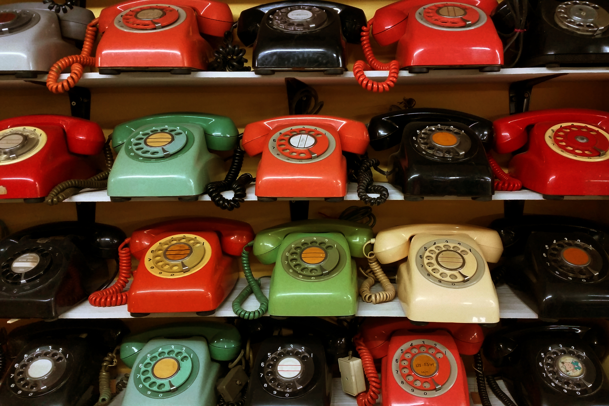 https://www.payperlead.com/wp-content/uploads/2020/07/paypercall-rotary-phones.jpg